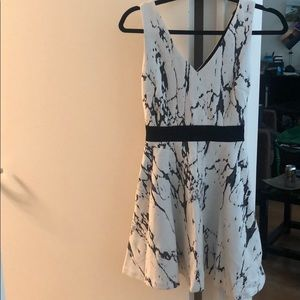 Marble short dress with black band